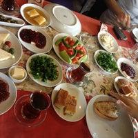 1/27/2013 tarihinde Suatziyaretçi tarafından Zeytindalı Kahvaltı Evi'de çekilen fotoğraf
