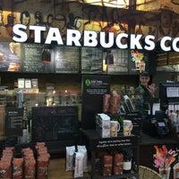 Foto tirada no(a) Starbucks por Doug A. em 6/22/2016
