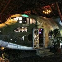 Foto tirada no(a) El Avion Restaurant por Derek C. em 6/21/2013