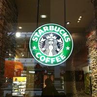Снимок сделан в Starbucks пользователем Alexander F. 10/13/2012