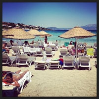 Photo taken at Quente Beach Club by Erhan O. on 7/21/2013