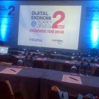 รูปภาพถ่ายที่ Hilton Istanbul Convention & Exhibition Center โดย Mustafa S. เมื่อ 11/9/2012