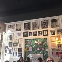 Foto tirada no(a) Rue La Rue Café por Carolyn T. em 4/23/2017