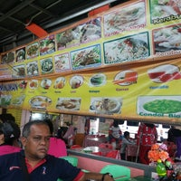 Photo taken at Kedai Makan No.9 Kerusi Hijau by Azaharry A. on 5/29/2014