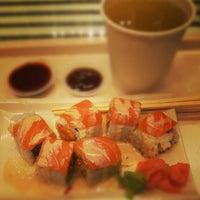 Foto tirada no(a) Sushi Tei por Margaretha J. em 1/4/2013
