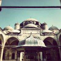 Das Foto wurde bei Şehzadebaşı Camii von Receb K. am 4/21/2013 aufgenommen