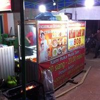 Photo taken at Ayam cabe ijo 808 (cabang angkringan mega legenda batam centre) by Debi R. on 6/6/2013