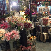 Photo taken at Aoyama Flower Market by Leon Tsunehiro Yu-Tsu T. on 11/16/2015