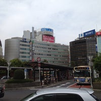 Photo taken at 横浜駅西口バスターミナル by Leon Tsunehiro Yu-Tsu T. on 4/14/2013