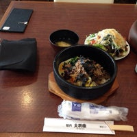 Photo taken at 焼肉 大将軍 横浜ベイクォーター店 by Leon Tsunehiro Yu-Tsu T. on 2/5/2014