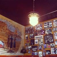 Das Foto wurde bei Caffe Trieste von Shari M. am 7/28/2013 aufgenommen
