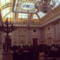 6/10/2013 tarihinde Shari M.ziyaretçi tarafından Fairmont Grand Hotel Kyiv'de çekilen fotoğraf