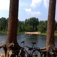 Снимок сделан в Пляж на реке Оредеж пользователем Vitek A. 6/26/2013