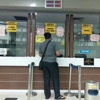 Photo taken at Kompleks Pejabat Kerajaan Daerah Petaling (Pejabat Daerah Petaling) by Reyda Y. on 4/12/2016