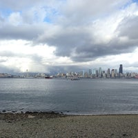 Photo prise au Alki Beach Path par Cissey Y. le2/16/2013