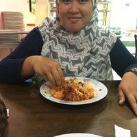 Photo taken at Muar Recipe Restaurant by Lyanarais on 12/15/2017