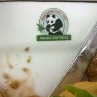 Foto scattata a Panda Express Vegetariano da Fausto O. il 2/21/2014
