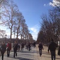 Foto tirada no(a) Jardins des Champs-Élysées por Owen J. em 3/9/2013