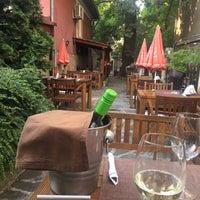 Das Foto wurde bei Restaurant Izbata von Atanas 🐬 am 7/10/2017 aufgenommen