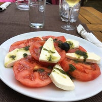 Das Foto wurde bei Restaurant Izbata von Atanas 🐬 am 6/16/2017 aufgenommen