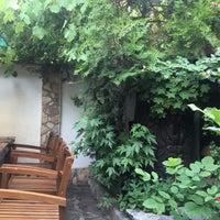 Das Foto wurde bei Restaurant Izbata von Atanas 🐬 am 6/28/2017 aufgenommen