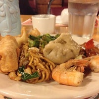 Photo taken at Lucky Garden Chinese Restaurant by Emily on 12/9/2012