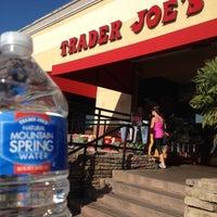 Foto tomada en Trader Joe's por Shawna C. el 9/28/2012