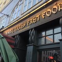 Das Foto wurde bei White Trash Fast Food von Tim M. am 9/22/2012 aufgenommen