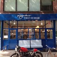 Photo prise au Morgenstern's Finest Ice Cream par Tristan Choi S. le6/24/2014