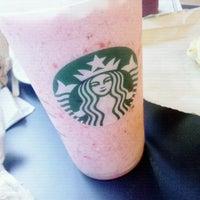 Снимок сделан в Starbucks пользователем Victor P. 1/7/2013