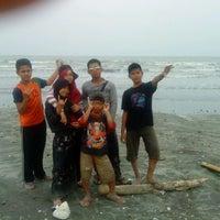 Foto tirada no(a) Pantai Cemara por Boby A. em 9/16/2012
