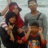 Foto tirada no(a) Pantai Cemara por Boby A. em 12/24/2012