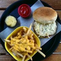 10/25/2014 tarihinde Zafer A.ziyaretçi tarafından Balboa Burger'de çekilen fotoğraf