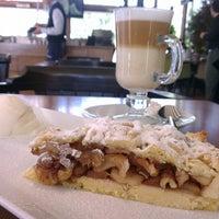 3/10/2013 tarihinde Zafer A.ziyaretçi tarafından Cafe Palas'de çekilen fotoğraf