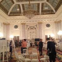 4/13/2013 tarihinde Александраziyaretçi tarafından Fairmont Grand Hotel Kyiv'de çekilen fotoğraf