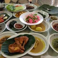 Photo taken at Restoran Padang Garuda by Raymon Y. on 2/5/2013