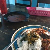 Photo taken at Restoran Mimpi Muor by Saiful Nizam D. on 7/17/2017
