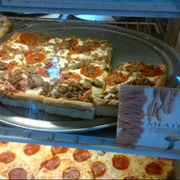 6/24/2013にDerek V.がSicilian Thing Pizzaで撮った写真