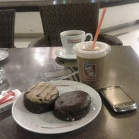 Photo taken at Dunkin Donuts by Ika W. on 4/9/2013