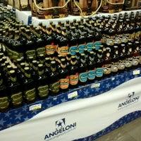 Foto tirada no(a) Supermercado Angeloni por Nathalie R. em 10/3/2012