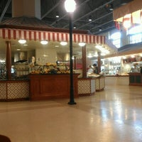 Photo taken at Lakeside Dining Hall by Eric K. on 11/18/2012