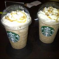Das Foto wurde bei Starbucks von andreibay_ am 9/29/2013 aufgenommen
