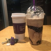 Photo taken at The Coffee Bean & Tea Leaf by the nour™ on 4/19/2017