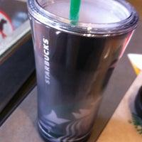 Foto tomada en Starbucks por Carlos Yosef el 2/23/2013