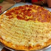 Foto tirada no(a) Mister Pizza por Manuelly G. em 9/29/2012
