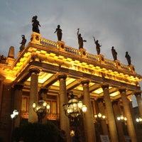 4/28/2013 tarihinde Fierroziyaretçi tarafından Teatro Juárez'de çekilen fotoğraf