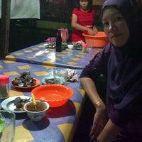 Photo taken at Kerang rebus MURNI by Dexley S. on 8/16/2013