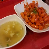 Photo taken at 죠스떡볶이 jaws food by Song Yi on 3/21/2013