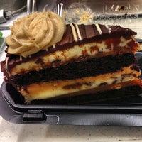 Foto tomada en The Cheesecake Factory por Tim R. el 1/19/2013