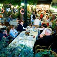10/8/2012 tarihinde Suat Y.ziyaretçi tarafından Misina Balık Restaurant Fenerbahçe'de çekilen fotoğraf